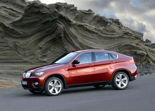 宝马X6 xDrive50i 装备了全新双涡轮增压V8汽油发动机.-宝马新贵X6