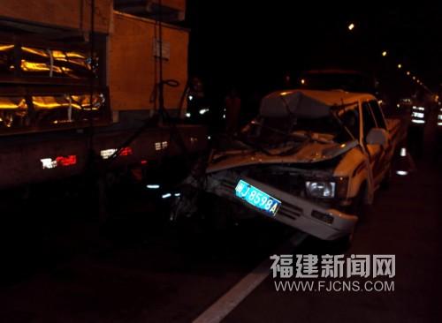 沈海高速一隧道内两车追尾 一死四伤 高清图片